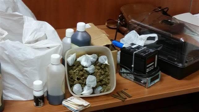 Capua: hashish e materiale per coltivare marijuana in casa, denunciato a cura di Redazione - http://www.vivicasagiove.it/notizie/capua-hashish-e-materiale-per-coltivare-marijuana-in-casa-denunciato/