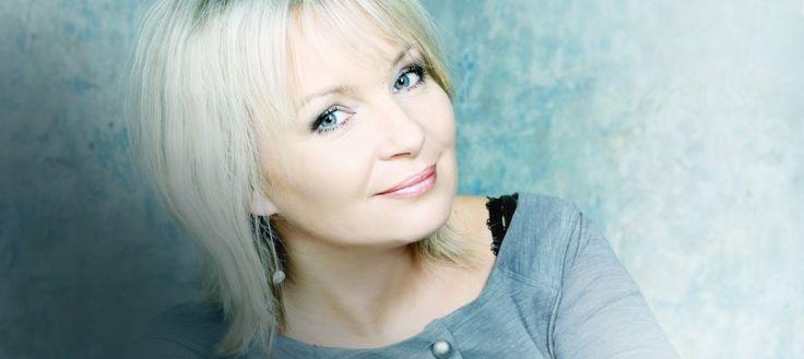 Z piosenkarką Haliną Benedyk rozmawiamy o tym, co urzekło ją w kosmetykach z kolagenem naturalnym i jak kobieta powinna dbać o swoją skórę, aby mimo upływu lat wyglądać atrakcyjnie.                        Ufam tylko sprawdzonym preparatom rodem z Natury  http://instytutmlodosci.com.pl/ufam-tylko-sprawdzonym-preparatom-rodem-z-natury/