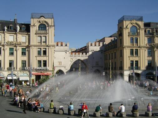 Karlsplatz / Stachus - The Fountain