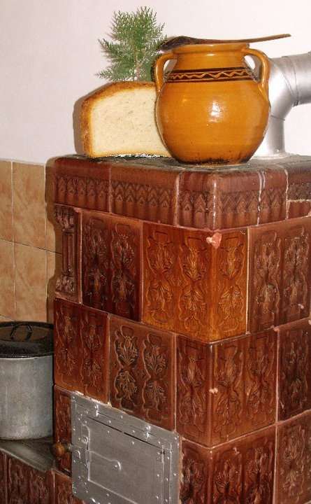 Strabunica tinea mereu mere pe soba. Nici acum nu pot uita coaja lor cu gust de caramel.