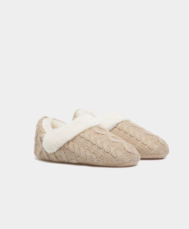 Hoge sloffen met kabelmotief - Slippers - Autumn Winter 2016 trends in women fashion at Oysho online. Lingerie, pyjamas, sportswear, shoes, accessories, body shapers, beachwear and swimsuits & bikinis.