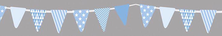 Rol masking tape met vlaggetjes slinger in blauw op zwarte achtergrond, 15 meter lang, 1,5 cm breed. Washi tape