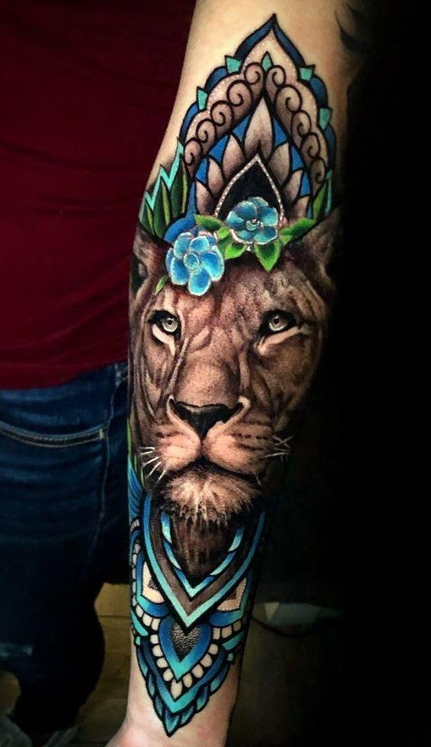 tatuagem feminina leao com flores braço colorida | Tatuagem feminina leão,  Tatuagens de leão, Tatuagem