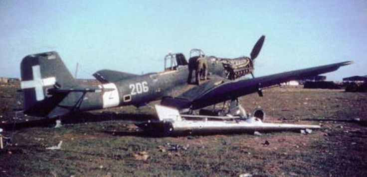 """One of the dozen """"Dora"""" urgently delivered to Italian Regia Aeronautica by the Luftwaffe late Spring 1943, the Ju 87D MM7054, of the 206th Squadriglia abandoned likely on Chilivani airfield, Sardinia, after the Italy's armistice, September 1943."""