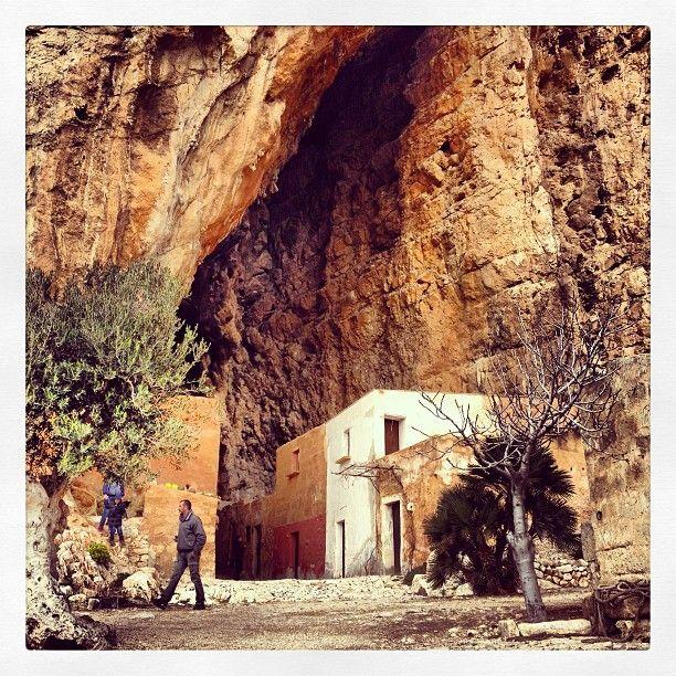 Escursione al Monte Cofano Grotte Mangiapane