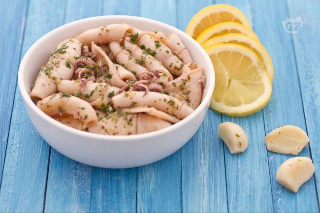 Ricetta Calamari all'aglio e profumo di limone - Le Ricette di GialloZafferano.it
