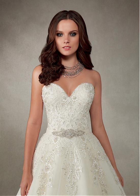 Gorgeous Tulle Sweetheart Neckline A-line Wedding Dress With Beaded Lace Appliques