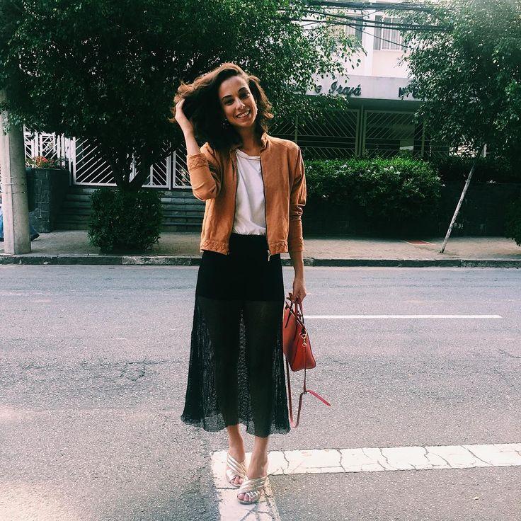 """237 Likes, 5 Comments - lale (@lalebrand) on Instagram: """"Lale Girls - a linda @olv.n com nossa Saia Tela Midi! Disponível na loja @areaoito em SP e pelo…"""""""