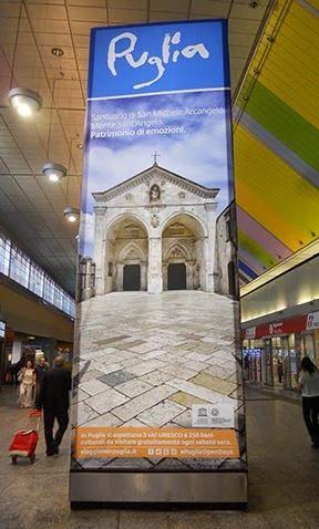 Nelle stazioni ferroviarie di Bologna e Milano c'è la Puglia con Monte Sant'Angelo. Grazie per la condivisione Gargano Destination.