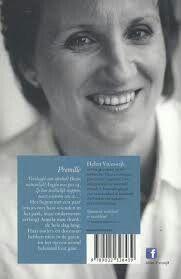 Het boek Promille van Helen Vreeswijk is echt wel een aanrader! Het neemt het leven van een gewone tiener en laat zien hoe haar leven van de een op de andere dag helemaal kan veranderen. Van een meisje dat aan dressuurwedstrijden meedoet naar iemand die dag in dag uit alleen nog maar aan drank denkt.
