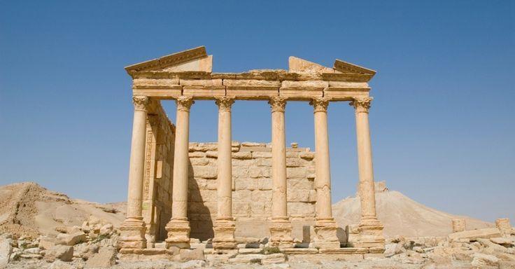 Templo funerário na antiga cidade de Palmira, na Síria, considerada um dos patrimônios mundiais pela Unesco. A cidade foi, durante muitos anos, ponto central da Rota da Seda no Oriente para as caravanas que cruzavam o deserto, mas caiu em desuso após o século 16