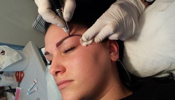 Tatouage sourcils permanent maquillage & Top 40 les plus réussis