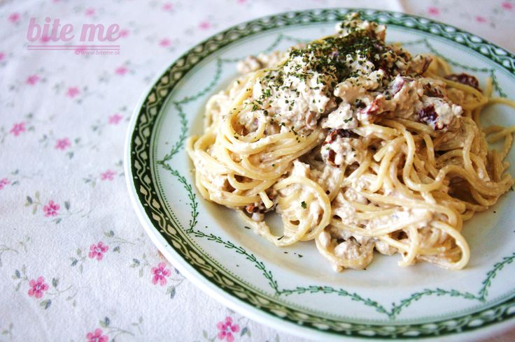 """Špagety """"Carbonara"""" s údeným tofu"""