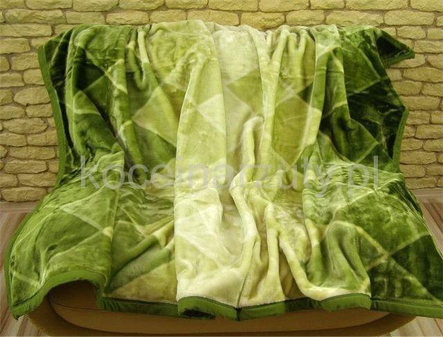 Zielony koc akrylowy na łóżko w romby