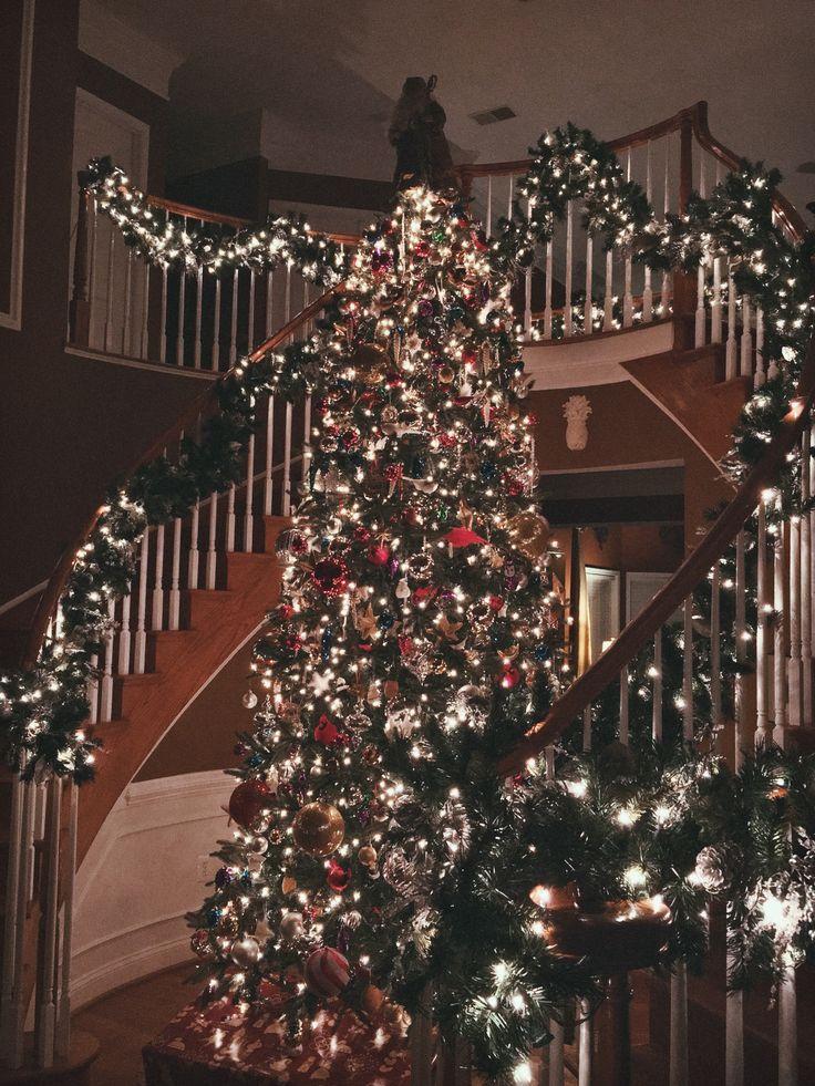 A list of Christmas decorating ideas: http://christmas-allyearround.tumblr.com/post/146920256657/christmas-bedroom-inspiration