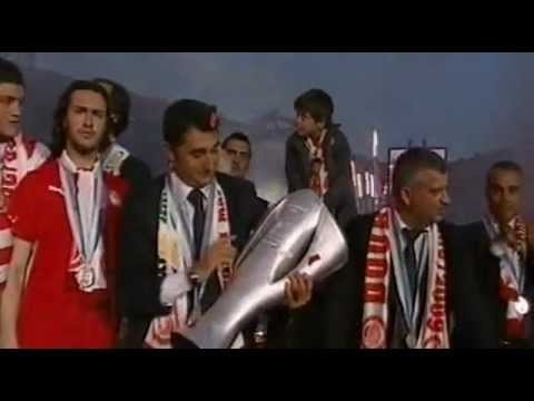 At season 2008-09 Olympiakos FC under the guidance of Ernesto Valverde a great Spanish coach, played great football and won the Greek Championship very easy.The last year of Predrag Djordjevic at Olympiakos after 13 years playing for the team!The 37th Championship in the history of Olympiakos FC!Here the video with celebrations!