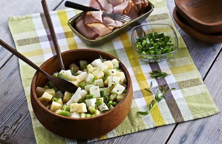 Äkta mat: Sallad på lättångad kålrabbi  I denna sallad blandas rått och lättlagat. Med lite lufttorkat kött blir det en fin förrätt.