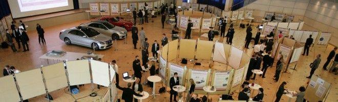 Blick auf den Marktplatz - Jeder Doktorand konnte auf einer Stellwand seine Promotionsarbeit vorstellen http://blog.daimler.de/2013/06/24/doktoranden-marktplatz-2013-praesentieren-informieren-vernetzen/