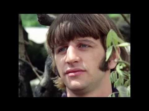 ♡♥Beatles 'Paperback Writer' with Paul 23 in 1966 singing with a chipped left front tooth from a Dec 26th,1965 moped bike fall 1:01♥♡