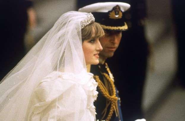 Después de 36 años, la boda de la princesa Diana continua siendo uno de los eventos más vistos en la historia de la televisión. Pocas son las celebridades que logran mantenerse vigentes a pesar del paso del tiempo, sin embargo, el recuerdo de Diana vestida de blanco continua dando material para los tabloides internacionales. Personas […].