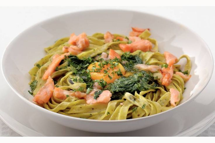 Pasta met spinazie, zalm en ei - Recept - Allerhande