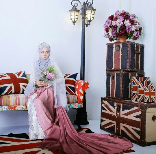 Hijab bride in a British wedding themed. (zarulphv photography)