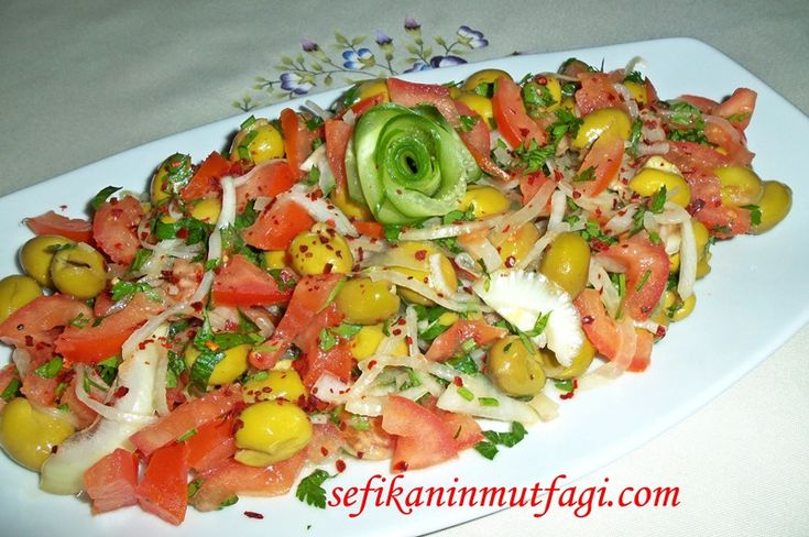 Yöresel bir #lezzet Zeytin Salatası #TürkMutfağı #Mersin #Tarsus #yöresellezzetler #kahvaltı #zeytin #salatatarifi #meze #salad http://sefikaninmutfagi.com/zeytin-salatasi/