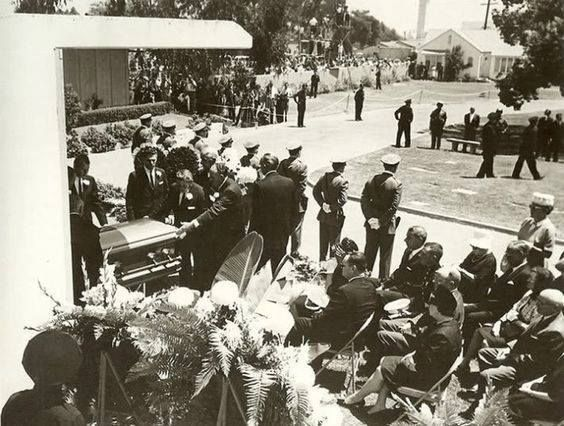 Marilyn Monroe's funeral took place at 1:00pm on August 8, 1962, at the Westwood Village Mortuary Chapel on the grounds of the Westwood Memorial Cemetery. --