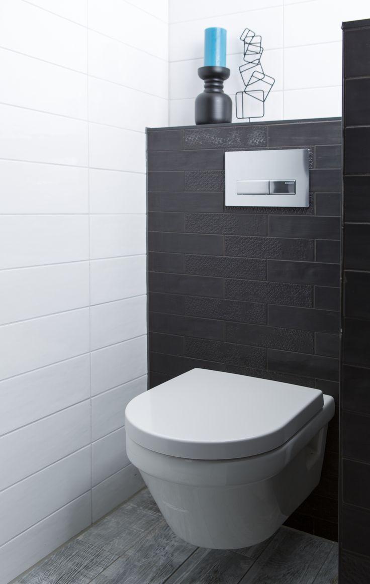 Het muurtje creëert privacy op het toilet. Het plateau achter het toilet is ideaal voor accessoires!