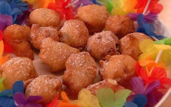 Frittelle leggere e fragranti, arricchite da uvetta tipiche della tradizione veneta a Carnevale