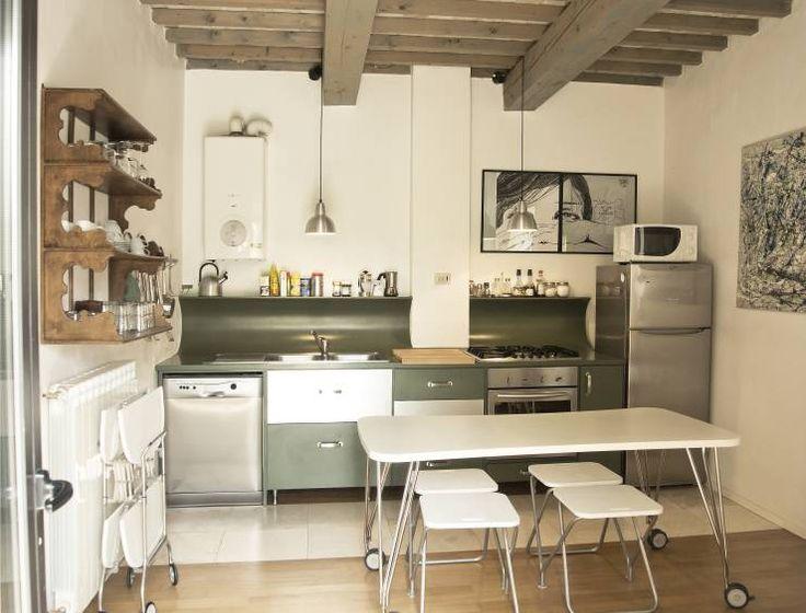 Fienile in Toscana: Cucina % in stile % {style} di {professional_name}