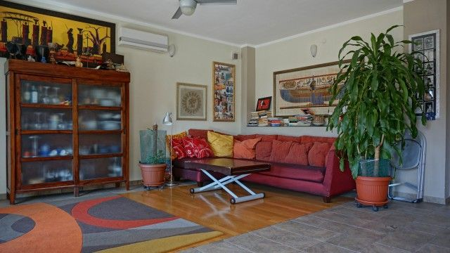#rivierahomeholidays - #sanremo, Three-room apartment, large living room with open kitchen, double bedroom, main bathroom, bedroom with in suite bathroom, sunny balcony. Parking places available, also for renting. Check it out! €320,000