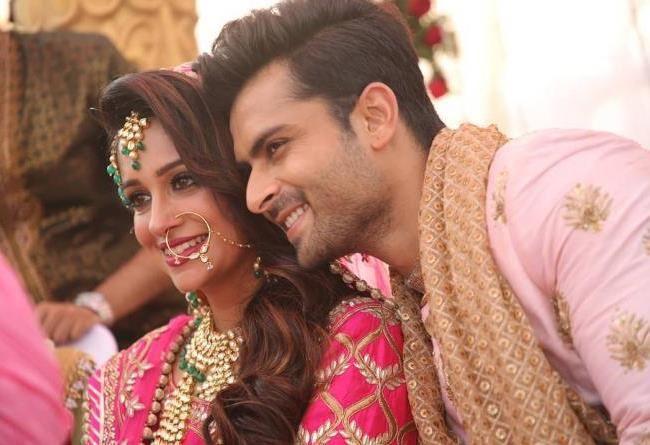 ديبيكا كاكار تحتفل بأول عيد فطر بعد زواجها وإعتناقها الإسلام Bollywood Photos Favorite Celebrities Pics
