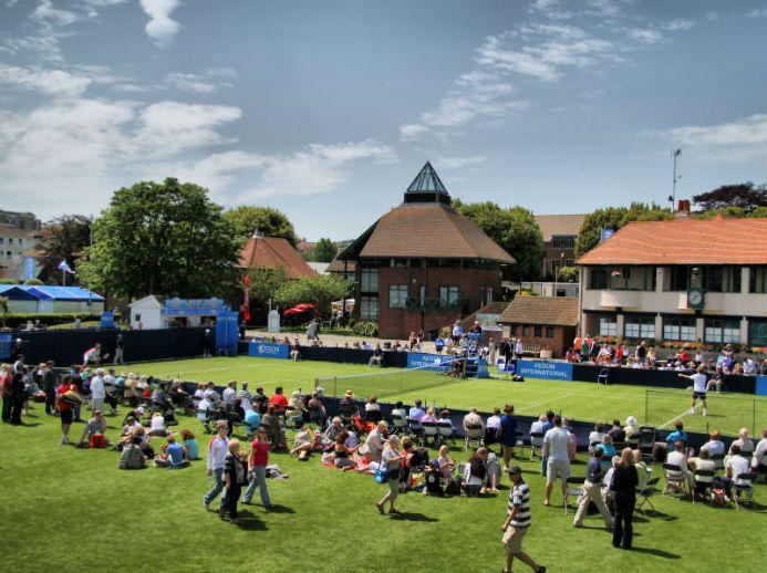 Eastbourne, Anglia 2016 ACADEMIA DE TENIS, LIMBA ENGLEZA Academia de Tenis este un program de vara organizat in colaborare cu antrenori profesionisti de tenis de la Devonshire Park Tennis Club sau alte cluburi renumite din Anglia. Tabara se adreseaza tuturor iubitorilor sportului alb cu varsta cuprinsa intre 9 si 17 ani, care doresc sa isi imbunatateasca si cunostintele de limba engleza #curstenis #cursengleza #tabereinternationale  #tabaraengleza #tabaratenis #tabaraanglia