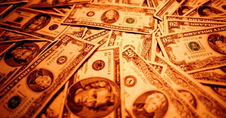 Cómo obtener efectivo por tarjetas de regalo. ¿Quieres intercambiar una tarjeta de regalo por efectivo o cambiar una tarjeta no deseada por una diferente? Millones de dólares cada año son dejados sin gastar en tarjetas de regalo que la gente no usa. Afortunadamente, los servicios de intercambio de estas tarjetas surgieron en internet y en ciudades por toda la nación. Aquí tienes algunos ...