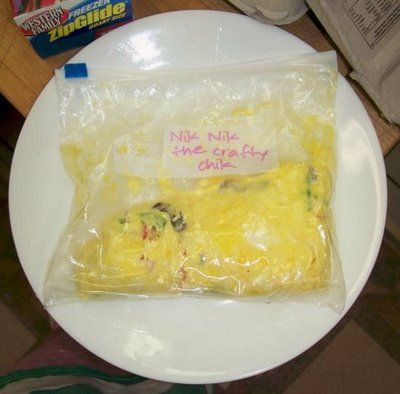 need breakfast for a crowd? set up an omelet bar and let everyone customize their own...in ziploc freezer bags, then seal, drop in a kettle of boiling water and cook several bags/omelets all at once! simple, quick, and almost zero clean up! <3!!!