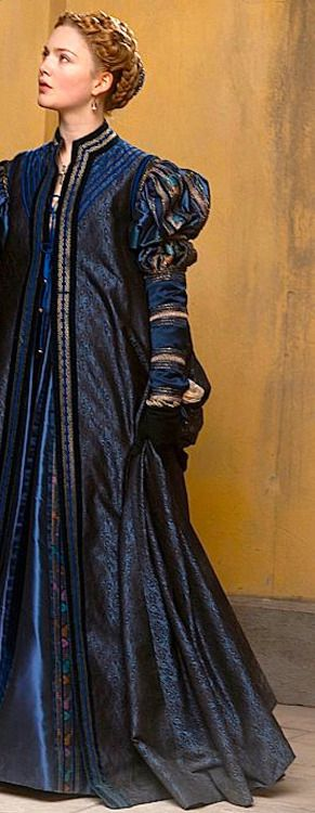 The dark outer coat that Sansa admires during her visit with the dressmaker. (Chapter Two)