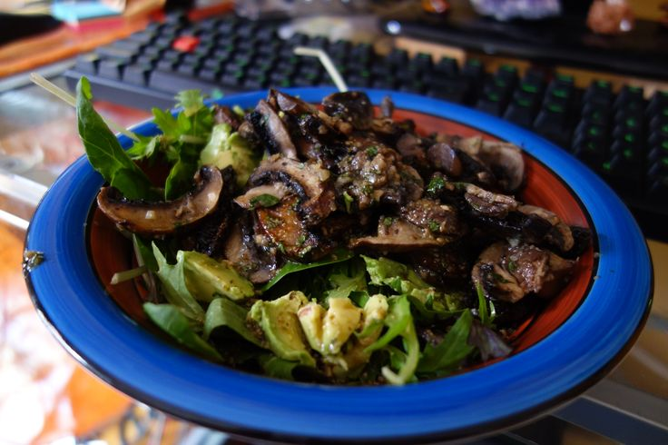 Roasted mushrooms coated with fresh parsley, minced garlic, Himalayan pink salt and olive oil. Salad greens and avocado