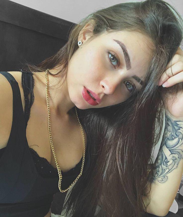Sabrina Oliveira Nude Photos 3