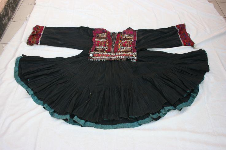 Folk#ethno#tribal#fashion#ethnic fashion# Elizabeth the First jumlo old dress# Margot S. Garage new blog post# tribal fashion#