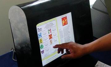 """10/Abril/2012.- Aprueban cambios en boleta virtual: El IEDF emitió el acuerdo por el que se aprueban cambios a los diseños y modelos de la boleta electoral virtual y al """"acta del proceso de emisión de resultados de la votación para los comicios de jefe de gobierno vía electrónica, por Internet 2012""""."""