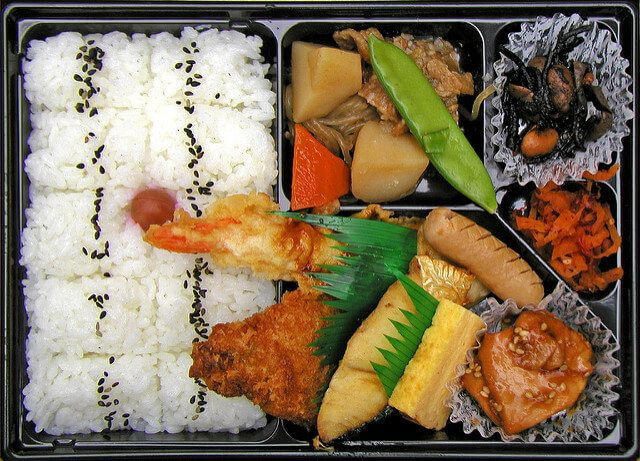 Japan..  10 meals you can buy from your nearest convenience store!