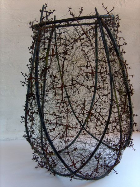 Dorte Tilma - JAR WITH STAR DRYS Dugpil, wire and modules of 4 fruit stems from the Amur Cork tree
