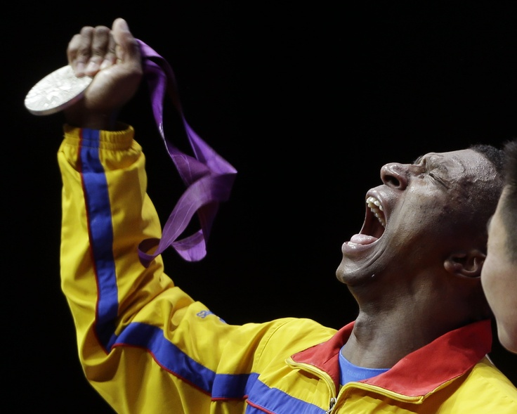 Oscar Figueroa, medalla de plata en levantamiento de pesas.