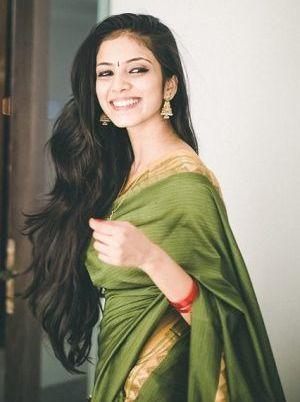 a simple saree,.. wow i love her hair  Malavika mohanan