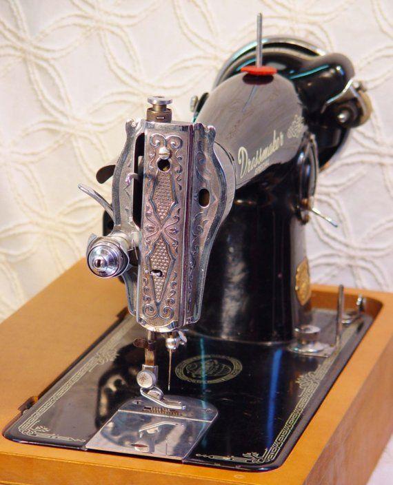 Dressmaker Class 15 Sewing Machine/ Singer Model 15 Clone Early 1950s