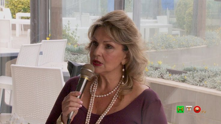 """Daniela Iodice """"Le Paroce cercando"""" - presentazione del suo libro di poe..."""