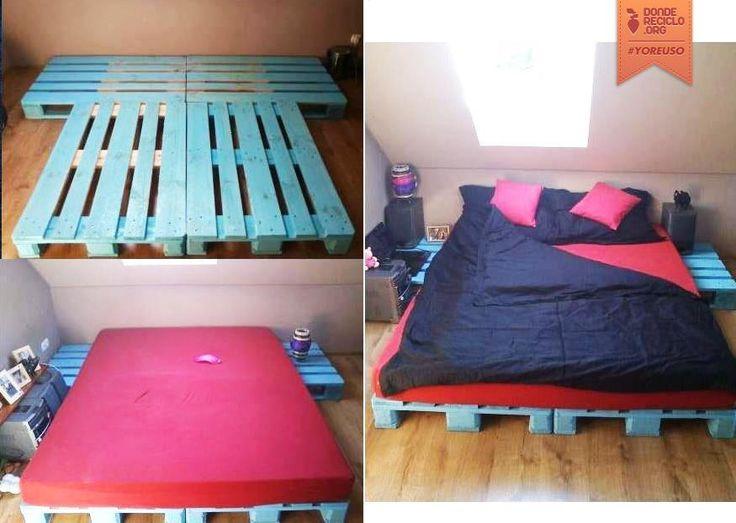 Una cama de pallets; está muy buena la disposición de los pallets, pues permite tener mesitas de luz.