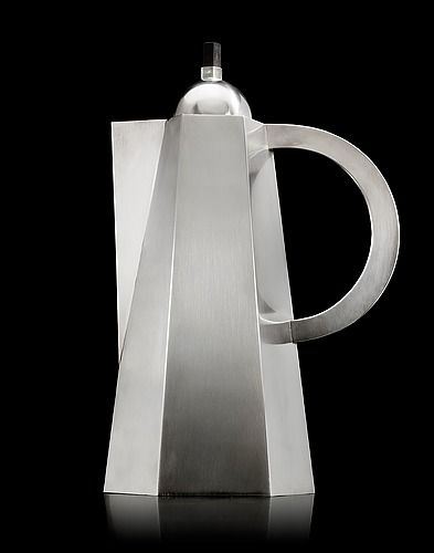 WIWEN NILSSON, A Wiwen Nilsson sterling coffee pot, Lund 1954. Height 29 cm