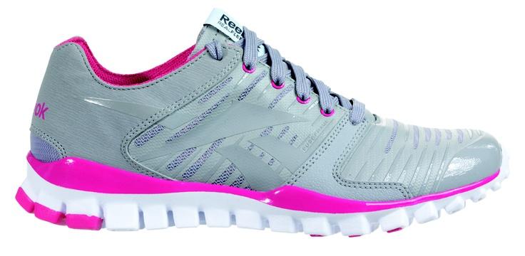 Ayakkabıda devrim niteliğindeki 'Kişiselleştirme' özellikli Reebok U-Form, sadece Inersport mağazalarında satışa sunuluyor. Reebok U-Form ayakkabıları, ayaklarınız şişse de, '100 kez şekil alabilme özelliği' ile rahatlıkla kullanabilirsiniz.